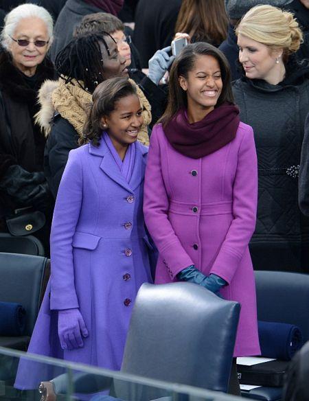 Hai tiểu thư nhà Obama xinh tươi trong ngày trọng đại của cha.