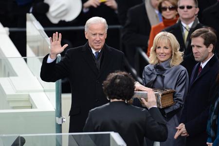 Trước lễ tuyên thệ của ông Obama, Phó tổng thống Joe Biden cũng tuyên thệ nhậm chức.
