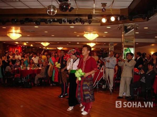 Nhiều hoạt động vui chơi văn nghệ được tổ chức cho bà con kiều bào người Việt trên đất Mỹ trong dịp Tết âm lịch.