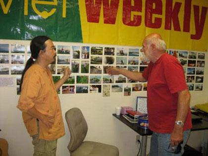 """Triển lãm ảnh """"Trường Sa trong mắt chúng tôi"""" tại tòa soạn báo Việt Weekly, thành phố Garden Grove, Nam California, Mỹ, tháng 5/2012"""