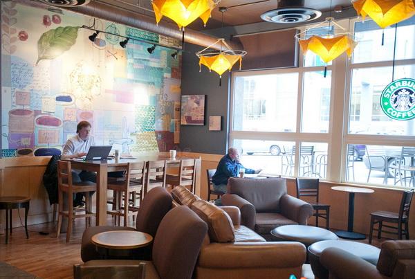 Starbucks ở Mỹ gần như là nơi duy nhất uống cà phê với không gian rộng, có bài trí và có truy cập internet