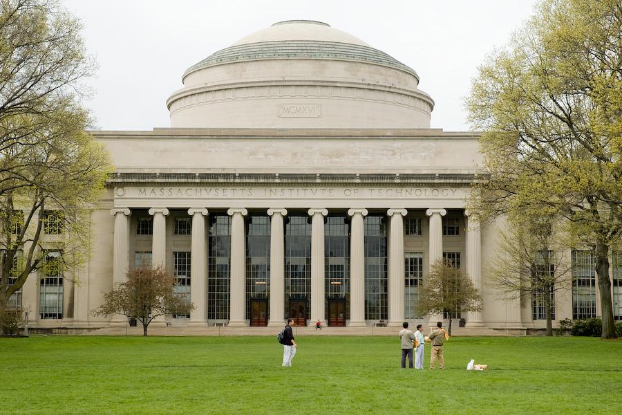 """10 trường đại học Mỹ có tấm bằng """"đắt giá"""" nhất"""
