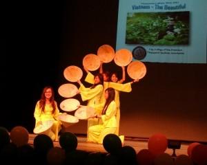 Ấm áp đêm văn nghệ của du học sinh Việt tại Mỹ