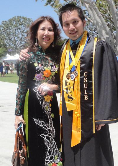 Bốn trong 9 thủ khoa đại học Cal State Long Beach là người Việt
