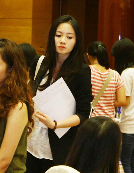 Ngô Thanh Hiên, con gái GS. Ngô Bảo Châu cũng sẽ nhập học ĐH Chicago trong tháng tới. Cô bạn tất bật với công việc giời thiệu trường mình tới các em học sinh có nguyện vọng du học Mỹ