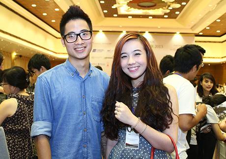 Cặp đôi đình đám Trần Đức Việt và Nguyễn Hoàng My đều là các du học sinh Mỹ. Nguyễn Hoàng My (nick name Mie) đang học trường ĐH Illinois Wesleyan.