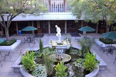 Thăm đại học 'đắt nhất' California