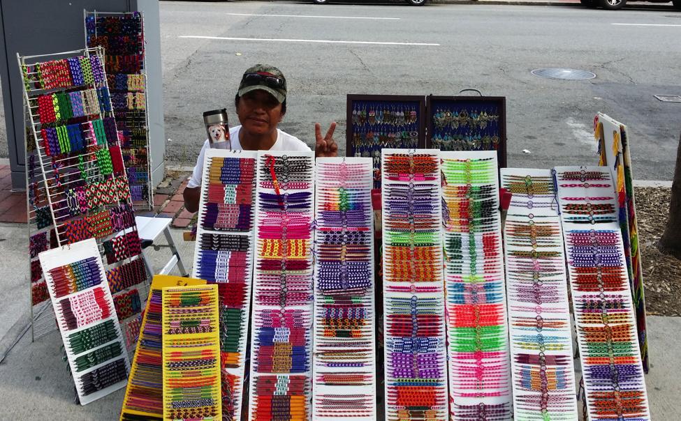 Boston bình dị của tôi - Chú Malku và những chiếc vòng xinh xắn chú tự đan