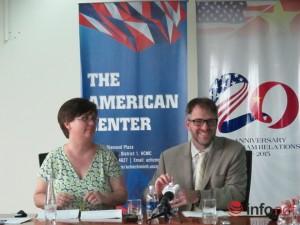 Mỹ nới lỏng gia hạn visa qua bưu điện cho Việt Nam