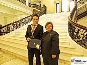 Quân nhận giải thưởng Học Giả Thế Kỷ nhờ số điểm cao nhất trên bang Massachusett. Ảnh: NVCC