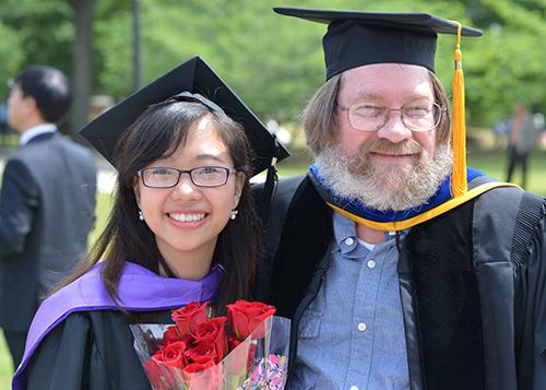 Ngô Thu Hương (21 tuổi) tốt nghiệp xuất sắc Đại học Wesleyan (Mỹ) được tập đoàn Deloitte - một trong 4 hãng kiểm toán lớn nhất thế giới mời về làm việc. Ảnh: NVCC.