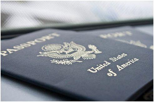 Tất cả giấy tờ quan trọng như hộ chiếu, bảo hiểm sức khỏe, giấy tờ đi lại, v.v… cần được giữ kỹ trong hành lý xách tay của bạn.