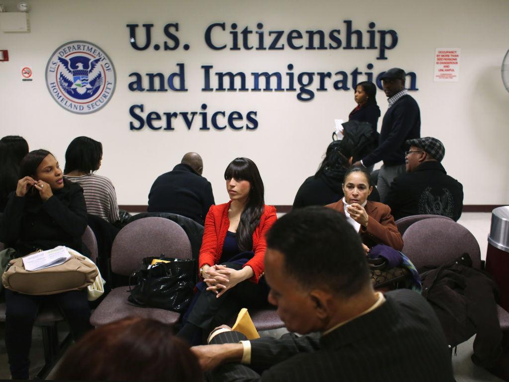 Thường trú nhân được tự do du lịch ngoài Hoa Kỳ và chuyến du lịch tạm thời và ngắn hạn này thường không ảnh hưởng đến diện thường trú nhân của quý vị