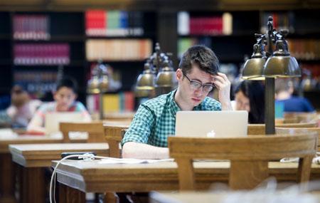 Bên cạnh sinh hoạt phí, học bổng còn bao gồm các khoản hỗ trợ cho các chi phí khác, từ học phí, vé máy bay cho đến chi phí để mua dụng cụ học tập hoặc in ấn tài liệu