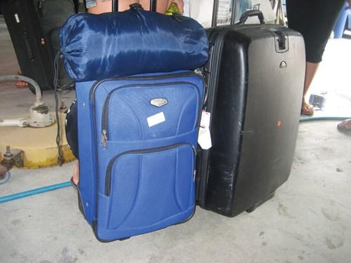 Hãy chọn những chiếc vali nhẹ nhưng chắc chắn, nếu phải tốn kém một chút cũng không sao vì nên nhớ chiếc vali sẽ gắn bó với bạn suốt những năm đi du học.