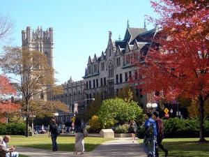 Đại học Chicago nổi tiếng với các phong trào học thuật gây ảnh hưởng như trường phái kinh tế học Chicago
