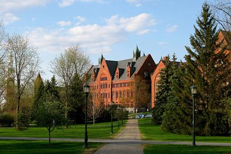 Trường Đại học Vermont được thành lập vào năm 1791 và nằm trong top 5 trường đại học lâu đời nhất ở New England