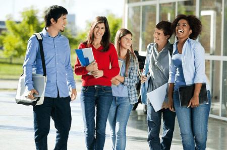 Sinh viên có thể tìm kiếm sự hỗ trợ tài chính từ các chương trình học bổng