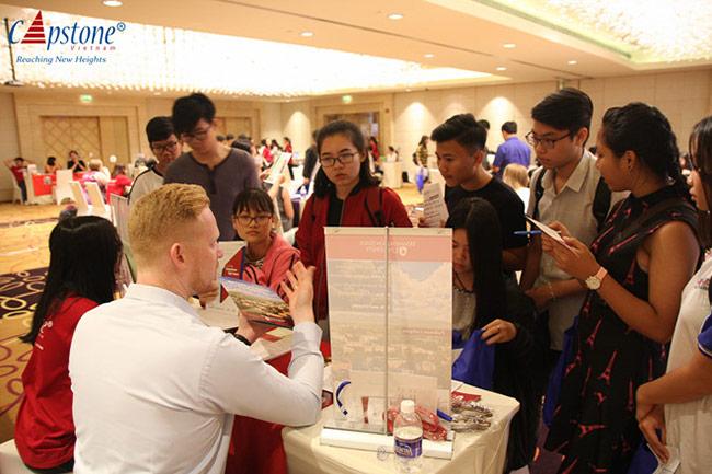 Tham dự hội thảo, học sinh sinh viên Việt Nam có cơ hội nhận học bổng du học giá trị tại Mỹ.
